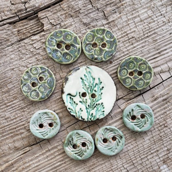 2019 Christmas in July Make Along with Underground Crafter - set of 9 ceramic green buttons on wooden background