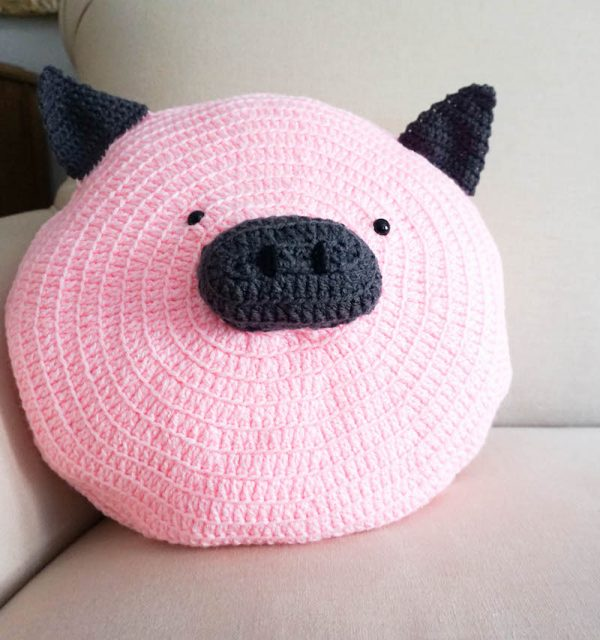Wilbur Pig Pillow Pal, free crochet pattern by Underground Crafter - crochet pig on couch