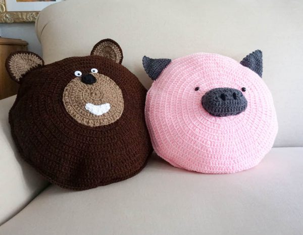 Theodore Bear and Wilbur Pig Pillow Pals, free crochet patterns by Underground Crafter - crochet bear and crochet pig on couch