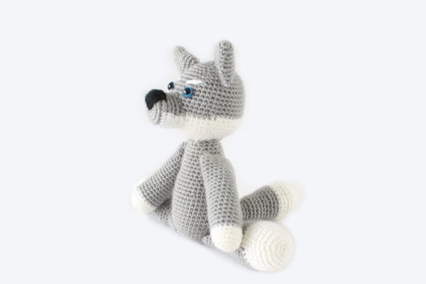 Remus the Wolf Pup free crochet amigurumi plushie by The Blue Elephants for Underground Crafter - grey and white crochet wolf plushie - side view
